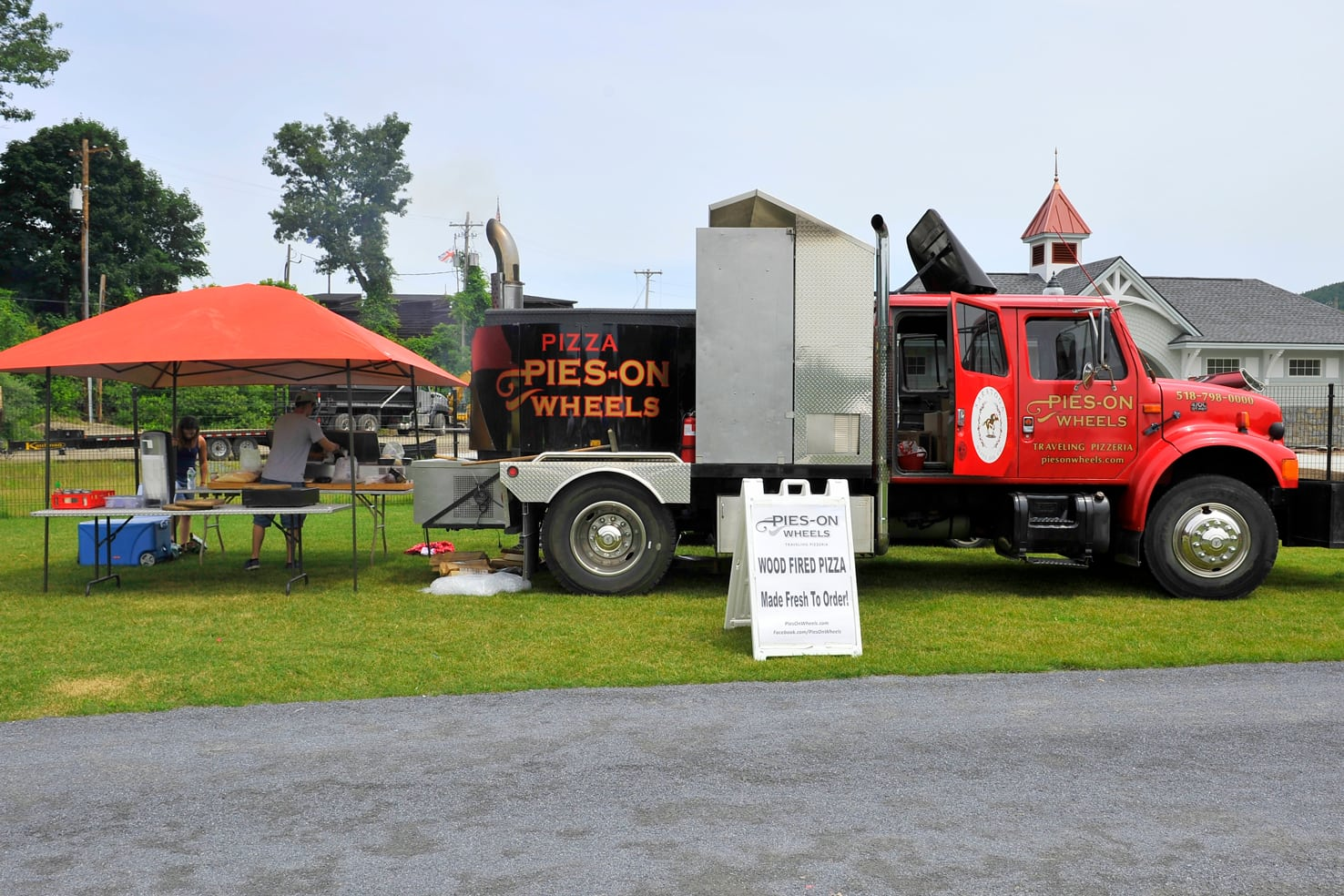 pies-on-wheels-truck-and-tent